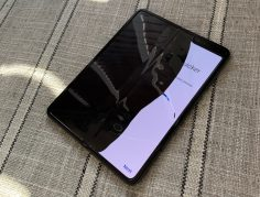 Samsung delays Galaxy Fold release in wake of early hardware failures